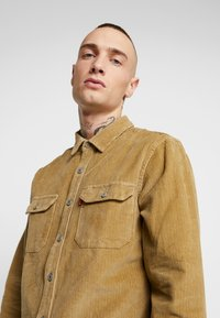 Levi's® - JACKSON WORKER - Shirt - harvest gold - 3