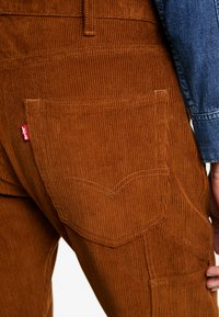 Levi's® - 502™ CARPENTER PANT - Broek - brown - 4