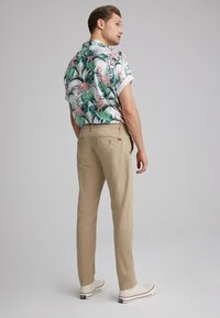 Levi's® - XX CHINO SLIM II - Pantalones chinos - true chino shady - 2