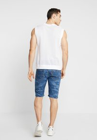 Levi's® - 501® ORIG CUTOFF SHORT - Denim shorts - blue denim - 2