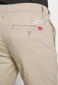 Levi's® - TAPER - Shorts - microsand - 3