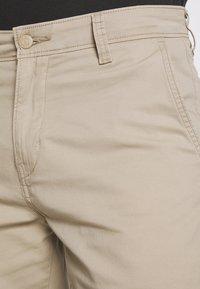Levi's® - TAPER - Shorts - microsand - 5