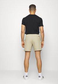 Levi's® - LINED CLIMBER - Shorts - sand - 2