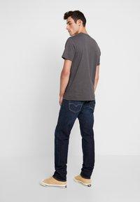 Levi's® - 502™ TAPER - Jeansy Straight Leg - biologia - 2