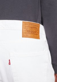 Levi's® - 502™ TAPER - Slim fit jeans - toothy white - 4