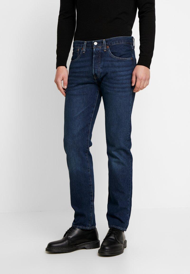 Levi's® - 501 SLIM TAPER - Zúžené džíny - med indigo