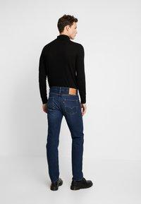 Levi's® - 501 SLIM TAPER - Zúžené džíny - med indigo - 2
