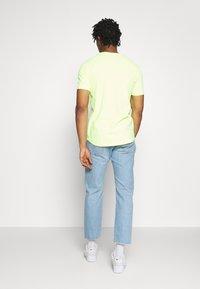 Levi's® - 501 '93 CROP - Džíny Straight Fit - med indigo - 2