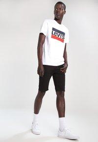 Levi's® - T-shirt med print - white - 1