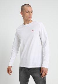 Levi's® - ORIGINAL TEE - Bluzka z długim rękawem - white - 0
