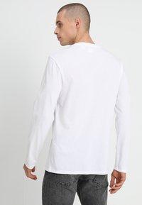 Levi's® - ORIGINAL TEE - Bluzka z długim rękawem - white - 2