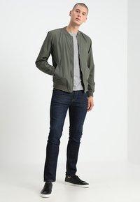 Levi's® - CREWNECK TEE 2 PACK - T-shirt - bas - mottled grey - 0