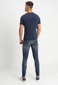 Levi's® - CREWNECK TEE 2 PACK - Basic T-shirt - two pack crew dress blues + dress blues - 2