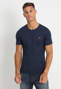 Levi's® - CREWNECK TEE 2 PACK - Basic T-shirt - two pack crew dress blues + dress blues - 1