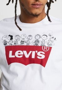 Levi's® - PEANUTES GRAPHIC SET IN NECK - T-shirts print - white - 5