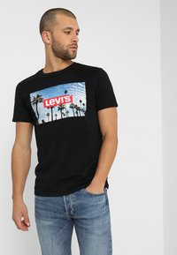 Levi's® - GRAPHIC SET IN NECK - T-Shirt print - mineral black - 0
