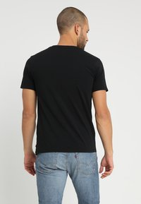 Levi's® - GRAPHIC SET IN NECK - T-Shirt print - mineral black - 2