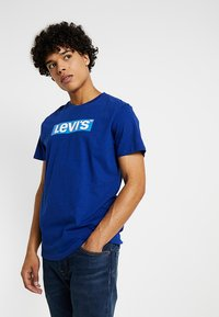 Levi's® - GRAPHIC SET-IN NECK 2 - T-shirt con stampa - sodalite blue - 0