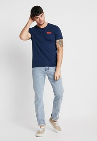 Levi's® - GRAPHIC IN NECK - Print T-shirt - dark blue - 1
