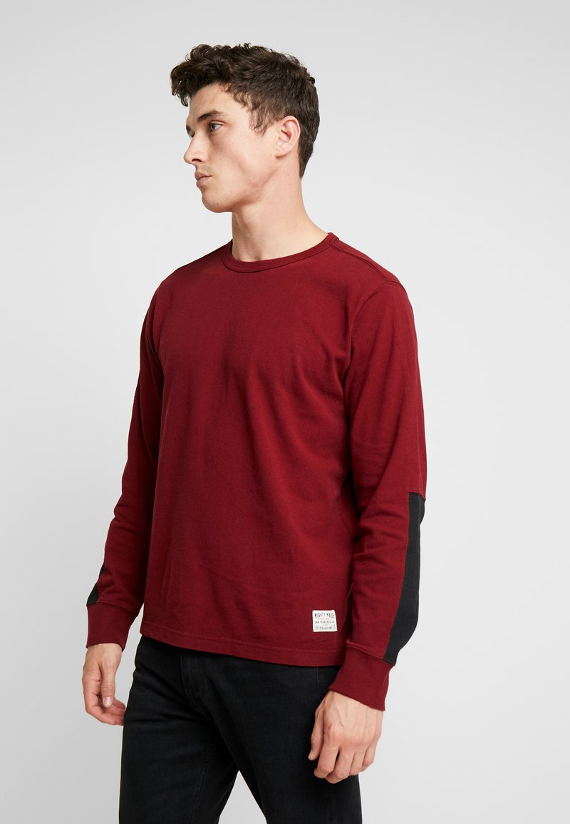 Levi's® - MIGHTY MADE TEE - Neule - warm cabernet/black