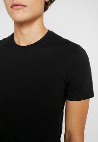 Levi's® - SLIM CREWNECK 2 PACK - T-shirt basique - black - 5