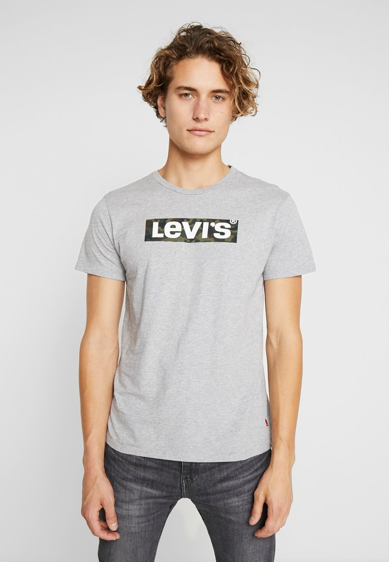 Levi's® - HOUSEMARK GRAPHIC TEE - Printtipaita - grey