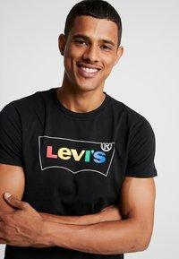 Levi's® - HOUSEMARK GRAPHIC TEE - Printtipaita - black - 3