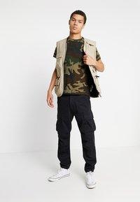 Levi's® - ORIGINAL TEE - Camiseta estampada - olive night - 1