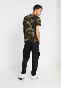 Levi's® - ORIGINAL TEE - Camiseta estampada - olive night - 2