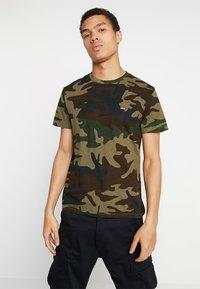 Levi's® - ORIGINAL TEE - Camiseta estampada - olive night - 0