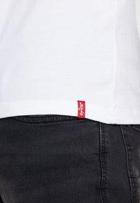 Levi's® - CREWNECK 2 PACK - T-shirt imprimé - white/white - 5