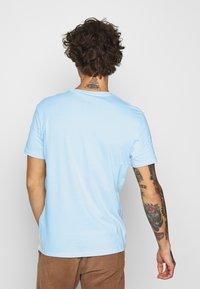 Levi's® - CREWNECK 2 PACK - Printtipaita - dark blue/blue - 2