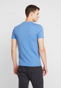 Levi's® - CREWNECK 2 PACK - T-shirt - bas - riverside/earth red - 2