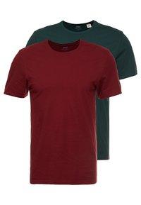 Levi's® - CREWNECK 2 PACK - Basic T-shirt - pine grove/warm cabernet - 0