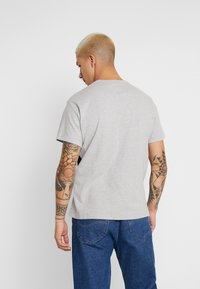 Levi's® - MIGHTY PIECED TEE - T-shirt med print - medium grey heather - 2