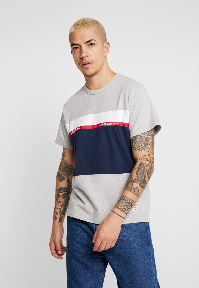 Levi's® - MIGHTY PIECED TEE - T-shirt med print - medium grey heather