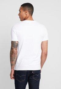 Levi's® - ORIGINAL V-NECK - T-shirt basique - white - 2