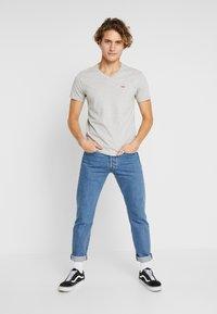 Levi's® - ORIGINAL V-NECK - Basic T-shirt - medium grey heather - 1