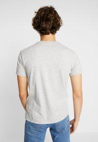 Levi's® - ORIGINAL V-NECK - Basic T-shirt - medium grey heather - 2