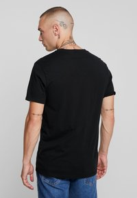 Levi's® - ORIGINAL V-NECK - T-shirt basique - mineral black - 2