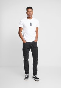 Levi's® - LEVI'S® X STAR WARS GRAPHIC - T-shirt imprimé - vader white - 1