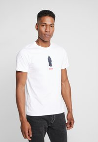Levi's® - LEVI'S® X STAR WARS GRAPHIC - T-Shirt print - vader white - 0
