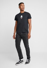 Levi's® - LEVI'S® X STAR WARS GRAPHIC - T-shirt con stampa - black - 1
