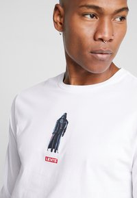 Levi's® - LEVI'S® X STAR WARS GRAPHIC TEE - Maglietta a manica lunga - vader black/white - 5