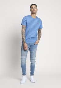 Levi's® - THE ORIGINAL TEE - T-shirt print - white - 1