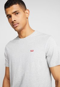 Levi's® - THE ORIGINAL TEE - T-shirt print - patch medium grey heather embroidery - 3