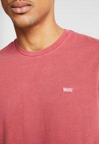 Levi's® - THE ORIGINAL TEE - T-Shirt print - earth red - 5