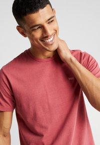 Levi's® - THE ORIGINAL TEE - T-Shirt print - earth red - 3