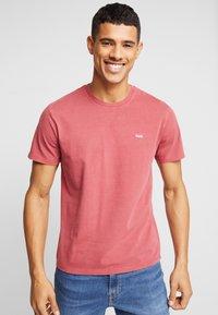Levi's® - THE ORIGINAL TEE - T-Shirt print - earth red - 0