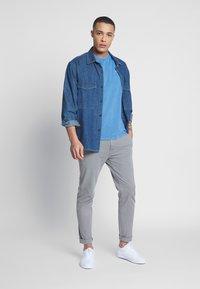 Levi's® - THE ORIGINAL TEE - T-Shirt print - patch tee riverside - 1